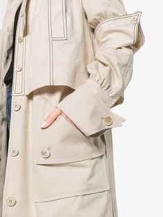 Trench Coat Outfit For Spring - FashionActivation Couture Mode, Couture Fashion, Trench Coat Outfit, Mode Mantel, Fashion Details, Fashion Design, Style Fashion, Inspiration Mode, Raincoats For Women