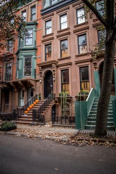 City Aesthetic, Travel Aesthetic, Brownstone Homes, New York Brownstone, Brooklyn Brownstone, City Vibe, New York Life, Living In New York, Concrete Jungle