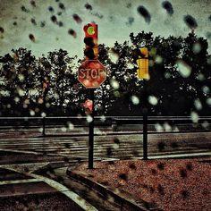 Llueve llueve, llueve en las calles. #homoinstagramer #igerszgz #igersaragon #igerspain #iglovers #instapic #ig_planet #instagramers #igersoftheday #igersworldwide #autum #artphoto #vintage #city #enfocae #en140instantes #free #live #liberty #miziudad #monochrome #zaragoza #somosinstagramers #urban #rain #watter http://instagram.com/unaimensuro