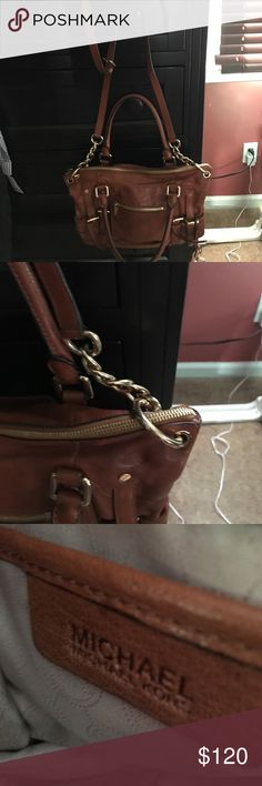 MK HAND BAG Camel leather MK BAG GENTLY USED but been in the closet a while.. clean inside and out no scuffs but I have to flatten the leather.. make an offer I got tons of compliments on this one Michael Kors Bags Satchels