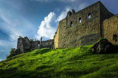 Family Castle in Poland Zamek Kamieniec w Odrzykoniu / Kamieniec castle, Poland | Zamek Kamieniec, Odrzykoń.  Kamieniec castle in Odrzykon, Poland.  Fot. Mariusz Cieszewski