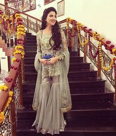 Latest Bridal Gharara Designs 2017 Find here stylish and trendy partywear Sharara designs thats most famous in this wedding seasion Mehendi Outfits, Pakistani Wedding Outfits, Pakistani Dresses, Indian Dresses, Indian Outfits, Pakistani Gharara, Pakistani Mehndi, Nikkah Dress, Mehndi Dress