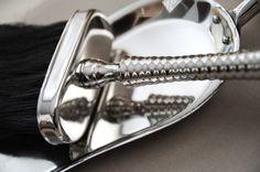Elegancki zestaw: szczotka + szufelka do kupienia tutaj: http://www.hamptons.pl/produkty/elegancki-zestaw-szczotka-szufelka/3514/