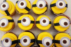 These minion cupcakes are watching you Minion Cupcakes, Fun Cupcakes, Delicious Food, Minions, Desserts, Cool Cupcakes, Tailgate Desserts, Deserts, The Minions