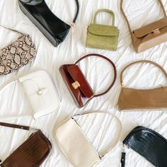 Consumers, designers and manufacturers alike are aware of the proliferation of fake designer handbags, clothing, shoes and various fashion accessories. Mode Vintage, Vintage Bags, Look Fashion, Fashion Bags, My Bags, Purses And Bags, Chanel Handbags, Gucci Bags, Looks Party