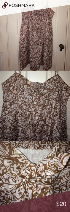 Vineyard Vines Sz 12 sundress fish print Nice spaghetti strap sundress from Vineyard Vines Sz 12 in excellent condition. Features a unique fish print in a pretty brown color. Has adjustable straps and stretching elastic back to the bodice and a side zipper. Vineyard Vines Dresses Midi