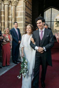 La boda de Valentina y Manuel en Zumaia (País Vasco) Wedding Reception Flowers, Wedding Bells, Wedding Bride, Wedding Ceremony, Wedding Gowns, Wedding Abroad, Boho Bride, Bridal Style, Boho Wedding