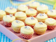 Minicupcakes – Allt om Mat Home Bakery, Food Cakes, Coffee Cafe, Cakes And More, Mini Cupcakes, Finger Foods, Baked Goods, Tart, Cake Recipes