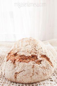 Vollkornbrot und Mais Spirale schwarzem Sesam Sauerteig