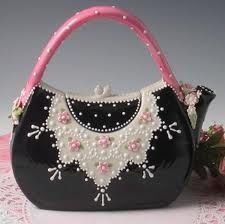 I like how they made the teapot to look like a purse other than what it is suppose to be.