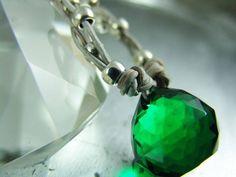 Lederkette Kristall smaragd von elfenstuebchen auf Etsy, €21.00 / leather bracelet glass drop emerald