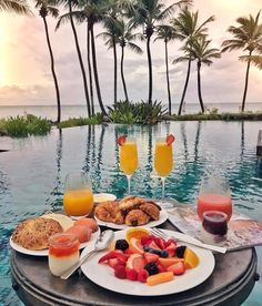 New brunch decoracao mesa ideas Morning Breakfast, Breakfast In Bed, Romantic Breakfast, Breakfast Ideas, Breakfast Around The World, Think Food, Aesthetic Food, Dream Vacations, Summer Vibes