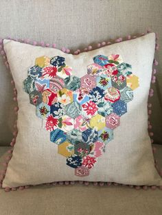 Sweetheart Cushion pattern by Judy Newman The actual duvet – workout routines contains a tiny Hexagon Patchwork, Patchwork Cushion, Hexagon Quilt, Patchwork Ideas, Paper Piecing Patterns, Quilt Patterns, Quilting Projects, Sewing Projects, Quilting Tutorials