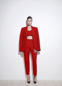 женский красный брючный костюм 9