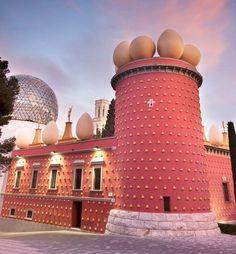 Figueras Girona, The Dalí Theatre and Museum ~ Spain Unique Buildings, Amazing Buildings, Barcelona Travel, Fc Barcelona, Places To Travel, Places To See, Places Around The World, Around The Worlds, Figueras