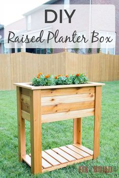 How to build a DIY raised planter box with hidden drainage system. This wooden DIY planter box is easy to build from cedar and will look handsome on your patio. Full video tutorial and plans available! Elevated Planter Box, Raised Planter Boxes, Planter Box Plans, Pallet Planter Box, Cedar Planter Box, Wooden Planter Boxes, Wood Boxes, Decoration Christmas, Pot Plante