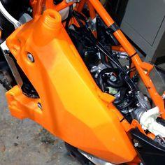 Rally Raid KTM 690 Enduro EVO 2 Auxiliary 9.5 Liter Tank Kit