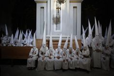 Spain - Spaniards celebrate Holy Week - Pictures - CBS News