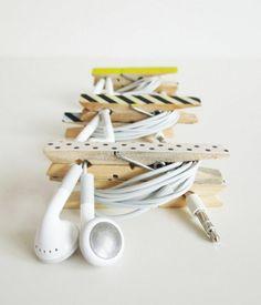 une pince à linge bois transformée en porte écouteur original et personnalisé