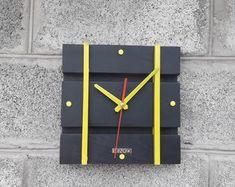 Giant Wall Clock, Wall Clock Wooden, Wood Clocks, Unique Shelves, Unique Wall Clocks, Lampe Edison, Routeur Cnc, Lampe Steampunk, Wall Clock Design