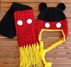 Mickey Mouse Beanie with Earflaps pattern. I need to find someone who can crochet! Crochet Kids Hats, Crochet Mittens, Crochet Beanie, Cute Crochet, Crochet Scarves, Crochet Crafts, Knitted Hats, Knit Crochet, Earflap Beanie