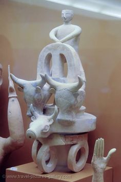 Pictures of Greece - - Minoan sculpture, Archeological Museum Ancient Greek Sculpture, Ancient Greek Art, Ancient Greece, Creta, Minoan Art, Bronze Age Civilization, Mycenaean, Greek History, Greek Culture