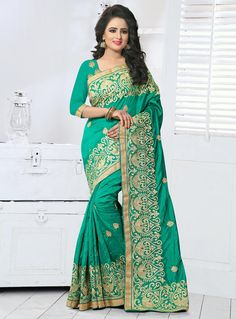 This delightful diva accoutre features unique styling and unusual material. Get the simplicity and grace with this sea green art silk designer traditional saree. The lovely embroidered, lace, resham a. Designer Sarees Collection, Latest Designer Sarees, Latest Sarees, Saree Collection, Crepe Silk Sarees, Art Silk Sarees, Trendy Sarees, Traditional Sarees, India Fashion