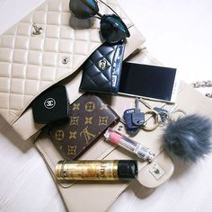 Instagram media mungoanna - Check out what's in my bag and join an amazing…