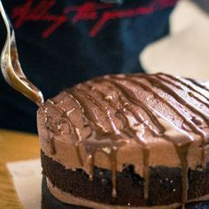 Bake this cake in 2 x 18 cm pans for a high glamorous looking cake. One of our homegrown traditional South African specials! Big Cakes, Sweet Cakes, Kos, Jaffa Cake, Best Chocolate Cake, Occasion Cakes, Dessert Recipes, Desserts, Cheesecake Recipes
