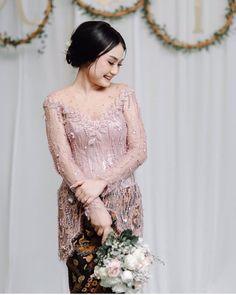 Kebaya Bali Modern, Kebaya Modern Hijab, Model Kebaya Modern, Kebaya Hijab, Batik Kebaya, Kebaya Dress, Dress Pesta, Kebaya Muslim, Model Dress Batik