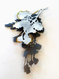 "Click to enlarge image. Artist: Helen Shirk: Helen Shirk ""White-Gold Trace"" Brooch"