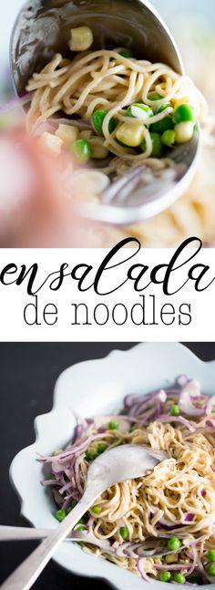 Receta de ensalada de noodles con salsa de tahini y jengibre. Perfecta para los días de prisa. Super rica y nutritiva | pasta salad recipes | | pasta sauce recipes | | pastas | | pastas & noodles | noodles | | noodles recipes |  http://www.piloncilloyvainilla.com/