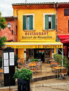 Le Bistro in the village of Roussillon, Provence, France