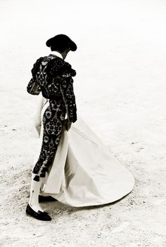 black and white matador Matador Costume, Harris Tweed, Belle Photo, Menswear, Vogue, Photos, Style Inspiration, Mens Fashion, Costumes