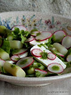 grain de sel - salzkorn: Spargelsalat mit Blogbuster-Radieschenblätter-Pesto, Ziegenfrischkäse und Radis