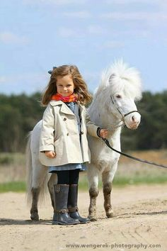 Cute little girl and her pony wow area with quite the impressive display ( video) Baby Horses, Cute Horses, Pretty Horses, Horse Love, Beautiful Horses, Animals Beautiful, Animals Amazing, Mini Horses, Draft Horses