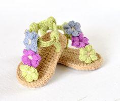 Puff Flower Baby Sandals - Allcrochetpatterns.net