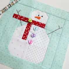 Block 28 - Valentine Snowman. This is a Lori Holt (Bee in my Bonnet) free tutorial on Instagram (hashtag mrsnowmantutorial).