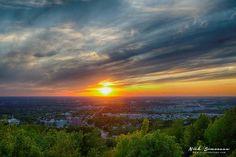La vue du Mont Arthabaska Belle Villa, Celestial, Sunset, Photos, Outdoor, Most Beautiful Cities, Outdoors, Pictures, Sunsets