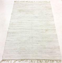 Trasmatta i mörkt vita - beigea - gråa toner. Gör flera och sy ihop till en stor?
