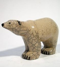 Polar Bear Statue : Giant paws :Ours en céramique Raku Raku Pottery, Sculptures Céramiques, Sculpture Clay, Installation Street Art, Soapstone Carving, Ceramic Animals, Clay Animals, Statues, Simple Shapes