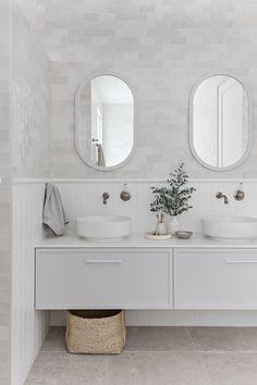 Weekly dose of inspiration we love Beach House Bathroom, Laundry In Bathroom, Bathroom Vanities, Bathroom Ideas, Home Room Design, Bathroom Interior Design, Hampton Style Bathrooms, White Bathrooms, Bathroom Design Inspiration