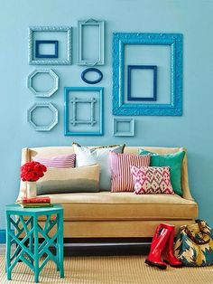 Instead of framing pieces of art, turn the tables and arrange pretty frames together as an unexpected wall display. # DIY Home Decor frames Easy Home Decor Crafts and Gifts Diy Home Decor Rustic, Diy Home Decor Bedroom, Diy Home Decor On A Budget, Easy Home Decor, Living Room Decor, Budget Decorating, Ikea Bedroom, Girls Bedroom, Living Area