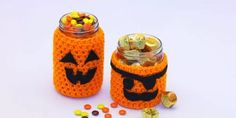 You would love making these Halloween Cup Cozy, Mug Cozy, Jar Cozy, Bottle Cozy. Check out these Free Crochet Patterns consisting many Halloween characters. Crochet Fall, All Free Crochet, Holiday Crochet, Halloween Crochet, Learn To Crochet, Crochet 101, Crochet Things, Crochet Gifts, Halloween Mason Jars