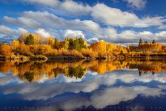 Deschutes River Rorschach - Clouds and fall color on the Deschutes River in Oregon create a mirrored ink blot test pattern. Taken during the Fall Landscape Photography Workshop Zack Schnepf and I lead last weekend. Reflection Pictures, Scenery Pictures, Outdoor Photography, Landscape Photography, Travel Photography, Photography Tips, Autumn Scenery, Autumn Trees, Autumn Fall