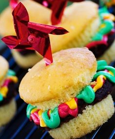 I'm actually making these now! I'll share a pic tomorrow  10 Cupcakes That Look Like Your Favorite Summer Foods