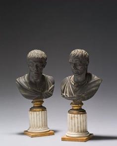 ❤ - Paire de bustesen bronze finement ciselé et patiné, figurant probablement Sénèque et Tibère.Entourage deZoffoli.Fin du XVIIIe siècle.PhotoChristian BARAJA