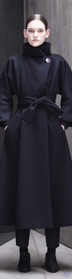 Fall 2017 RTW Max Mara Atelier Fashion 2017, Fashion Outfits, Womens Fashion, Fashion Trends, Winter Looks, Max Mara, How To Look Pretty, Coats For Women, Autumn Winter Fashion