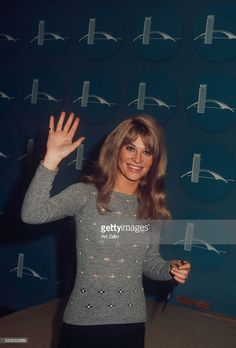 Julie Christie at JFK Airport; circa New York. Terence Stamp, Julie Christie, Classic Movie Stars, Top Drawer, Jfk, Portrait Photography, Tv Shows, Hollywood, Aussies