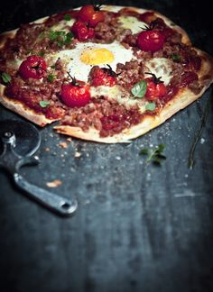 Mmmm...pizza with an egg! Italian sausage, bacon, roasted tomato, and egg pizza #whatkatieate